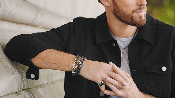 Fred Bennett Designed with the modern man in mind, Fred Bennett's jewellery collection features signature bracelets, everyday necklaces and cufflinks.