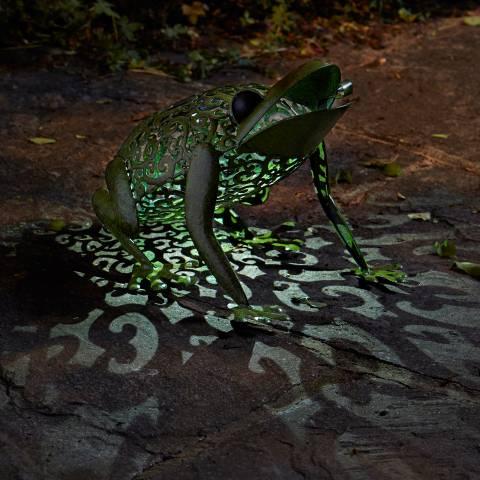 Smart Solar Green Frog Silhouette Light