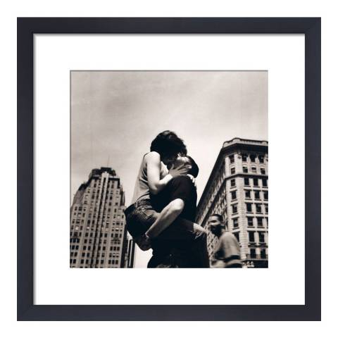 Paragon Prints The Kiss, NYC Matthew Allen, Framed Perspex Print 40x40cm