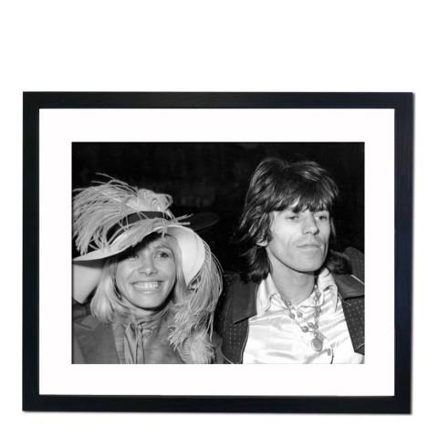 51 DNA Rolling Stones Keith Richards with Anita Pallenberg in Piccadilly Circus, Framed Art Print