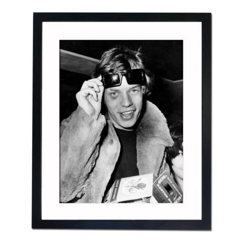 51 DNA 1966: Mick Jagger with Dark Glasses and a Black Eye, Framed Art Print