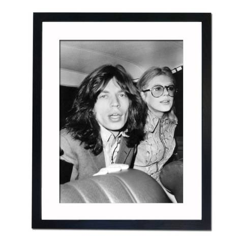 51 DNA Mick Jagger and Marianne Faithfull Before Court, Framed Art Print