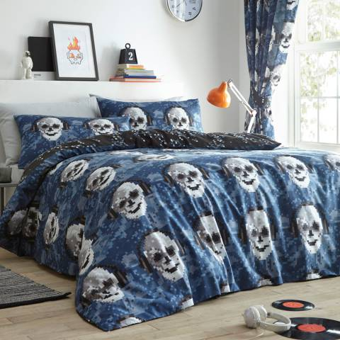 Kids Club Pixel Skulls Quilted Throw