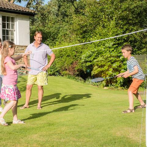 Traditional Garden Games 4 Player Badminton Set with Net
