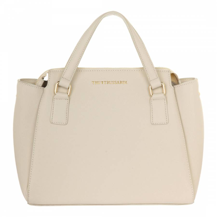 Very cute Coach Cream Leather Club bag in very good condition. This small bag has a simple hand strap that converts it to a trendy wristlet, and a snap closure to hold all your important items for a p.