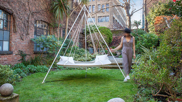 The Hangout Pod Debut Enjoy the sunshine, reconnect with the great outdoors and add relax in your garden using this portable Hangout Pod hammock.