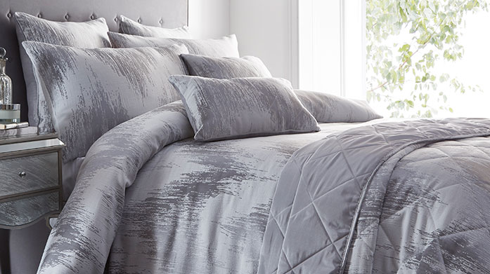 Glamorous Bed Linen For the glamorous: luxurious bed linens with satin finishes, sparkling embellishments and quilting details.