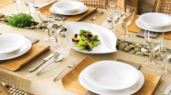 Villeroy & Boch Set a clean and classic table with Villeroy & Boch's contemporary tableware, including plates, bowls and cutlery.