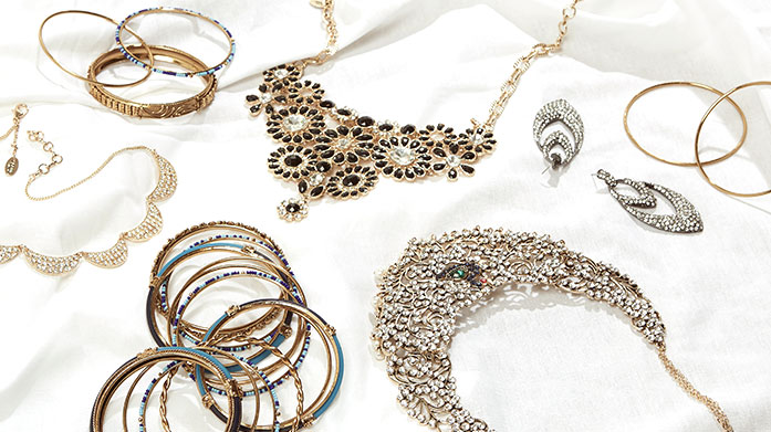 Summer Dreaming Jewellery Summer dreaming starts with our edit of statement jewellery, including oversized earrings, pearl necklaces and chain link bracelets.