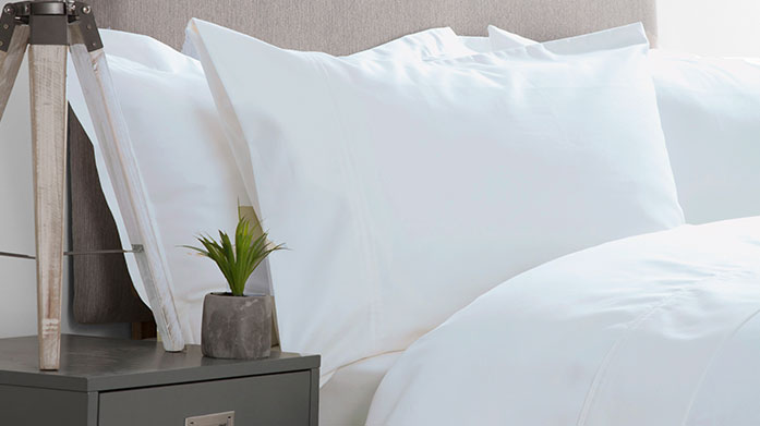 600 Thread Count Linens Add a touch of quality to your bedroom with Belledorm's soft 600 thread count linens. Shop duvet covers, sheets and pillowcases.