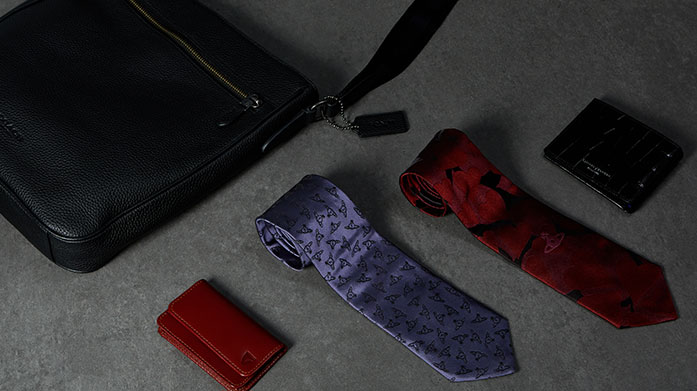 Last Minute Branded Shop for Him Looking for that last minute Christmas gift for him? Our edit of men's bags, document holders and wallets is just what you're looking for.