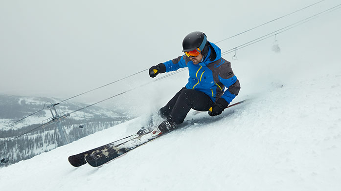 Spyder Clearance Men's Go off-piste in a vibrant outfit on your ski trip with Spyder's stylish men's ski jackets, thermal base layers and matching accessories.