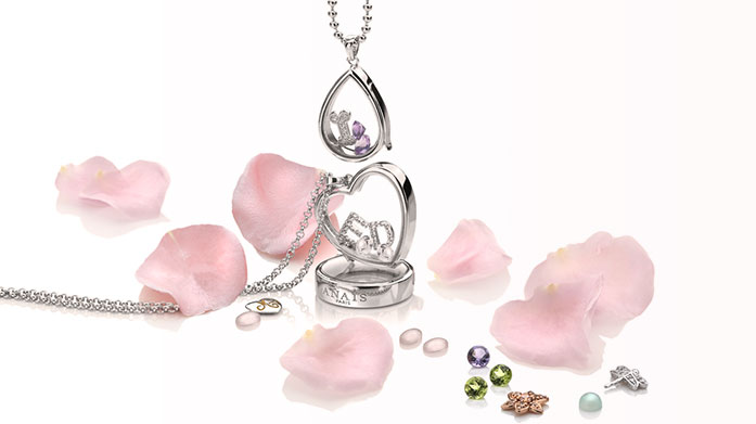 Anais Paris by Hot Diamonds Three components; a locket, a chain and a wide range of charms to choose from to make your own personal piece of jewellery.  Accompany your custom piece with coordinating earrings & bracelets from our Debut Anais by Hot Diamonds sale.