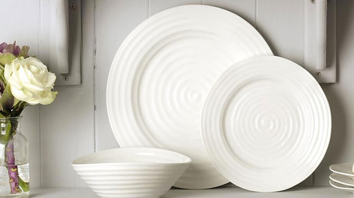 Sophie Conran Classic and timeless, this white porcelain kitchenware range from Sophie Conran was designed with traditional home cooking in mind.