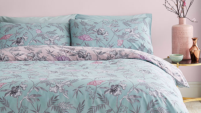 Spring Florals Bed Linen Bring the beauty of spring into your bedroom with this decadent collection of floral bed linen sets. There's vintage roses, pretty poppies and more.