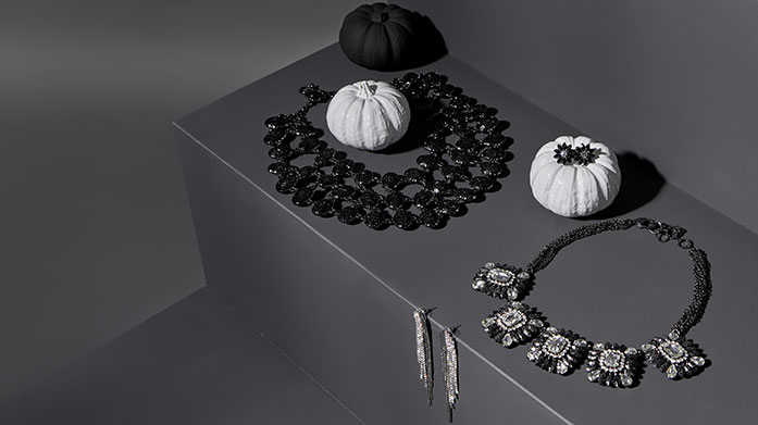 Hallo-Kween Jewellery Show skeletonnes of style with gothic-style chokers, gemstone earrings, and pearl necklaces, perfect for your Halloween looks.
