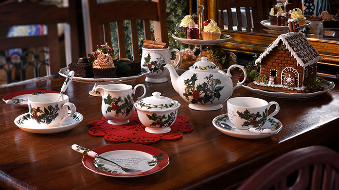 Portmeirion the Holly & the Ivy Ideal for Christmas entertaining, the classically designed Holly and Ivy collection by Portmeirion will make a statement at any festive occasion.
