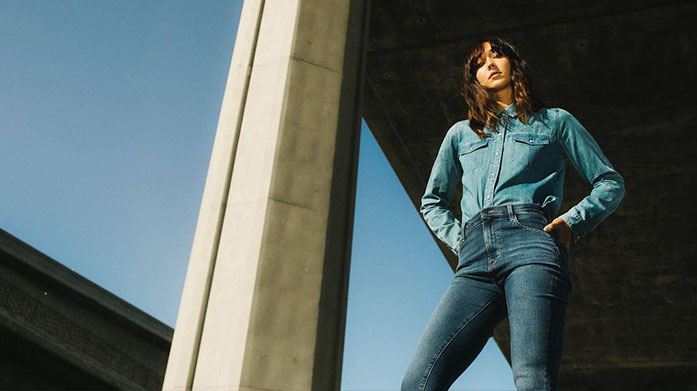 J Brand Women's Jeans For jeans that will seamlessly fit into your life, choose J Brand. Fine-crafted shapes, cuts, and washes that will transform your style. Jeans from £49.