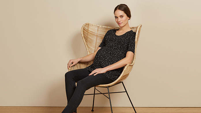 Isabella Oliver Isabella Oliver creates chic womenswear with a focus on effortless and sustainable designs that you can wear throughout your pregnancy and beyond.