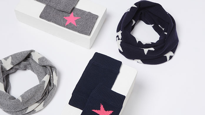 Cashmere by Laycuna London The ultimate Christmas gifts for her: luxuriously soft cashmere accessories by Laycuna London from scarves and snoods to cover ups and gloves.